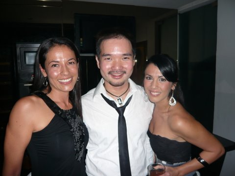 With 2 gorgeous babes: pretty lass Vanessa Chong and fit and sweet Lina Teoh